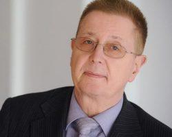 Dr. Kay Wohlfeil Qualitätsmanagement-Beauftragter Dozent